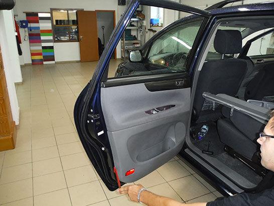 Autófólia telepítése lépésről lépésre - kárpit leszerelése